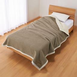 洗える無染色カシミヤ(毛羽部)  ホワイトカシミヤ使用掛け毛布 ブラウン面とホワイト面、お好きな方を上にして使えます。
