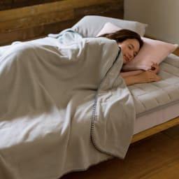 発熱するコットン「デオモイス」寝具シリーズ フランネルニットの敷きパッド ファミリー【幅200・240cm】 (ア)グレージュ ※お届けは敷きパッド(ファミリーサイズ)です。※写真はダブルサイズです。
