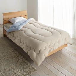 発熱するコットン「デオモイス」寝具シリーズ フランネルニットの掛け布団 (ウ)ベージュ・ブルーのリバーシブル 上品なベージュとブルーのリバーシブルで、気分によって表裏で色を選べるのも魅力です。
