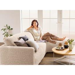 イタリア製フィットカバー[ブックレ] ソファカバー カウチ アーム付き 「綿混の風合いがとても好み。形も色も豊富だから選びやすいです。」 モデル・タレント 北澤恵理さん
