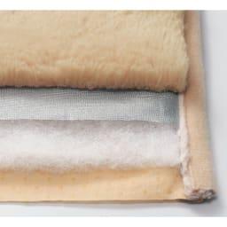 抗菌・防臭あったかファー調カバー マルチパッド (イ)ベージュ 【断面アップ】Texture…抗菌防臭の中わたとアルミ遮熱シート入りで冬にうれしい機能満載。しっとり柔らかで、とろけるような風合いが魅力のファー調起毛素材。