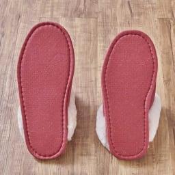 すっぽり包まれるムートンスリッパ1足 裏面は滑りにくい加工