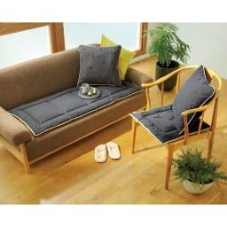 スペイン製ジャカード織りトナカイ柄シートクッションシリーズ シートクッション(厚さ約3.5cm) コーディネート例 左から(イ)グレー 裏 (イ)グレー 表 ※お届けはシートクッションです。