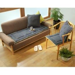 スペイン製ジャカード織りトナカイ柄シートクッションシリーズ シートクッション(厚さ約3.5cm) コーディネート例 左から(イ)グレー 表 (イ)グレー 裏 ※お届けはシートクッションです。