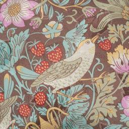 V&Aこたつシリーズ〈いちご泥棒〉マルチカバー 華やかで大人の可愛さにあふれた「いちご泥棒」柄。いちごと鳥が織りなすパターンが愛らしくも上品。軽やかな色使いで空間を明るく見せてくれます。