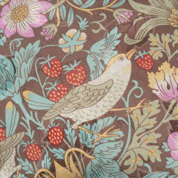 V&Aこたつシリーズ〈いちご泥棒〉 クッション2個組 華やかで大人の可愛さにあふれた「いちご泥棒」柄。いちごと鳥が織りなすパターンが愛らしくも上品。軽やかな色使いで空間を明るく見せてくれます。