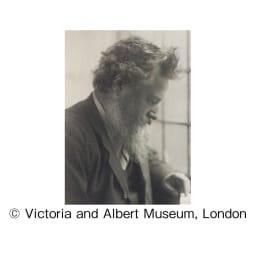 V&Aこたつシリーズ〈いちご泥棒〉 クッション2個組 ウィリアム・モリス(1834~1896) 美しい自然モチーフで知られ、「モダンデザインの父」ともいわれるヴィクトリア朝時代の英国工芸美術家であり、思想家。 (C)Victoria and Albert Museum, London