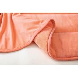 ヒートループDX(R)こたつ掛け布団 ※ボリュームラグ…試料の上に手を2分間置き、離した直後の手のひらの温度を測定。(比較品はポリエステルラグ)※室温23±2℃環境下にて測定。※メーカー調べ