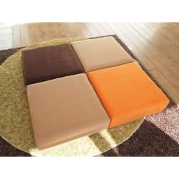 洗濯できるカバーの低反発ふんわりあぐら角クッション スクエアの形状を活かして、効率よく、センス良く、レイアウト出来ます。 左上から時計回りに (ア)ブラウン (イ)ベージュ (ウ)オレンジ (イ)ベージュ