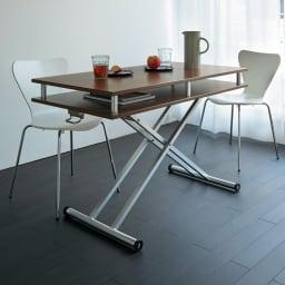 棚付き昇降式テーブル 幅120cm (イ)ウォルナット 昇降式なので高さをあげればダイニングテーブルとしても。  ※写真は幅102cmタイプです。  ※高さ77cm時 ※写真は幅102cmタイプです。