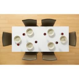 簡単伸長!スマート伸長式テーブル 幅140・180cm 片側を引いて中央の天板を開くと180cmに伸長。 ※お届けは伸長式テーブルのみです。