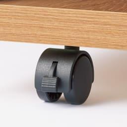 幅調節でぴったり設置!片引き戸スライド伸長式カウンター ガラス扉 家電収納タイプ 移動も固定も簡単なストッパー付きキャスター。