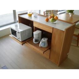 アルダー天然木人工大理石トップ 間仕切り家電収納キッチンカウンター 幅144cm 炊飯器なども使いやすいスライドテーブル。 ■スライドテーブルは36cm前方へ ■家電収納部の耐荷重量:約10kg