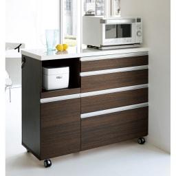 キッチンの間仕切りにも!家電が使いやすい腰高キッチンカウンター 幅120cm [パモウナ WH-120W] ダークブラウンは高級感あふれる横目の木目調でモダンなインテリアにもマッチ。