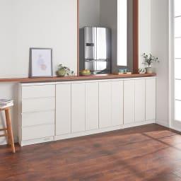 シンプルカウンター下収納庫(奥行22高さ87cm) 引出タイプ 幅48.5cm コーディネート例(ア)ホワイト 取手のないフラットなデザインはまるで備え付け家具のようなおしゃれさ。
