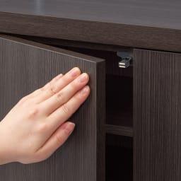 シンプルカウンター下収納庫(奥行30高さ87cm) 5枚扉タイプ 幅121.5cm 扉は軽く押すだけで簡単に開閉するプッシュ式。