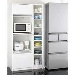 食器のサイズに合わせて選べる食器棚 幅30cm奥行42cm高さ180cm 余っている空間に食器専用のすき間収納として。 ※お届けは中央の食器棚のみ。写真は幅35cmタイプです。