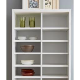 棚板たっぷりラクラク引き戸食器棚 幅60cm・奥行39cm 種類や大きさ別に収納できるから、食器を大切に整理収納することができます。お皿を重ねなくて済むので出し入れがスムーズになります。