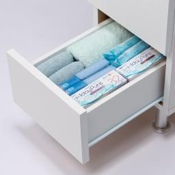組立不要 お掃除しやすい 湿気も気にならない 多段すき間チェスト 4段・幅29.5奥行44.5cm 引き出しの収納例:奥行44.5cmはバスタオルや衣類、大きめの美容家電を収納するのにおすすめです。