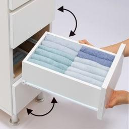 組立不要 お掃除しやすい 湿気も気にならない 多段すき間チェスト 4段・幅44.5奥行44.5cm 引き出しは全段入れ替え可能。お子様の身長や使いやすい高さに合わせて肌着や下着類を整理し収納できます。