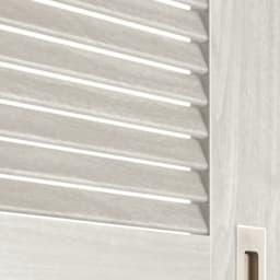 引き戸ルーバー洗面所収納庫 幅60cm ルーバー扉は通気性に優れるため、湿気が気になる洗面所でも内部に湿気がこもるのを防げます。