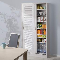 引き戸ルーバー洗面所収納庫 幅75cm ※設置イメージ(商品は幅90cmタイプです) キッチンやダイニングに置いて、食器棚やストッカーとしてもお使いいただけます。
