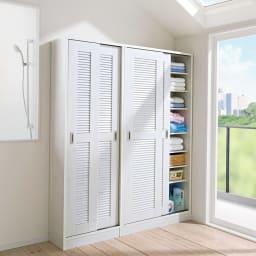 引き戸ルーバー洗面所収納庫 幅90cm コーディネート例 (ア)ホワイト ※お届けは右側の幅90cmタイプです。