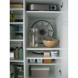 組立不要 たっぷりハウスキーピング収納庫 幅75・奥行55cm 段違いハーフ棚であれば、こんな使い方も可能です。