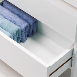組立不要 たっぷりの棚と引き出しで片付くサニタリー収納庫 ロータイプ 幅99cm 引き出しはタオルや衣類も安心してしまえる内部化粧仕上げ。