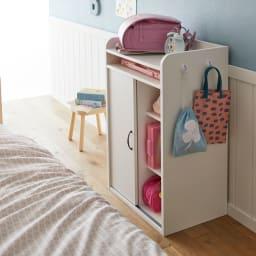 隠せる片引き戸ランドセルラック 幅90cm 引き戸式なので、開閉にスペースを取りません。ベッドやダイニングテーブルなどの前でも設置可能。(イ)ホワイト ※写真は幅60cmタイプです。