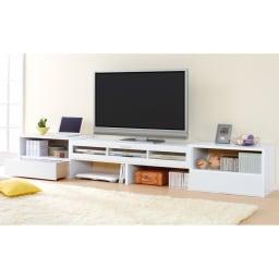 すっきり、ぴったりが心地よい伸縮式テレビ台スイングローボード 扉付き幅123~234cm (ウ)色見本 すらっと伸ばして大容量リビング収納も兼ねたテレビ台に。ディスプレイも収納も自由自在。
