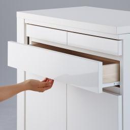 伸長式デスク&キャビネット 幅77.5~137cm 引き出しは取っ手のないスッキリとしたデザイン