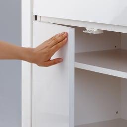 伸長式デスク&キャビネット 幅77.5~137cm 扉は押すと開くプッシュラッチ式
