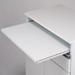 薄型PCキャビネット 幅60cm サッと引き出せば作業テーブルが出現。最長で26cm引き出せます。