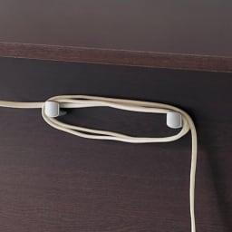 奥行たっぷりデスク3点セット パソコンデスク幅140cm 裏面には、コードを巻きつけられる工夫も施されています。