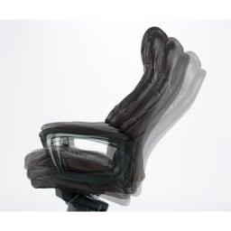 ファーストクラスのようなソファチェア 膝の負担を軽減するロッキング構造。