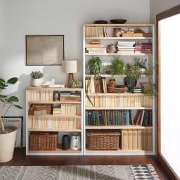 国産杉 1cmピッチ頑丈シェルフ 幅40奥行19本体高さ183cm 天然木を使用したツートーンのおしゃれなデザインで、飾り棚としておしゃれな空間を演出します。