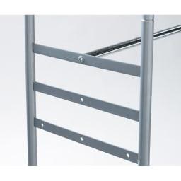 ウォークイン突っ張りハンガー 幅111~200cm・ロータイプ(高さ185~245)・上下カーテン付き 下段バーは3段階の高さを選んで設置できます。後ろに下げる事もできるのでロング丈のワンピースやチェストを入れる事も可能になりました。