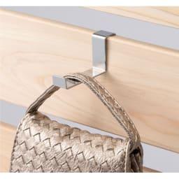 国産檜 壁面突っ張りウッドパネル  幅90cm フックはお好みの位置にセットできます。バッグや帽子など見せる収納もおしゃれです。