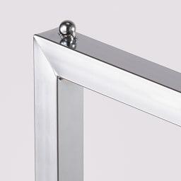 スタイリッシュデザインで頑丈!高さ伸縮もできる前後ダブルハンガー スタイリッシュで頑丈な角パイプを採用。