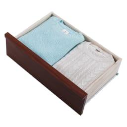 北欧スタイル全段レール付きチェスト 4段・幅120高さ90cm 引出しには畳ものの服が横に2枚収納できます。