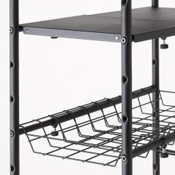 デッドスペースを有効活用 スーツケース上ラック 棚2段バスケット棚1 棚板とバスケット棚は好きな位置に取り付けることができます。