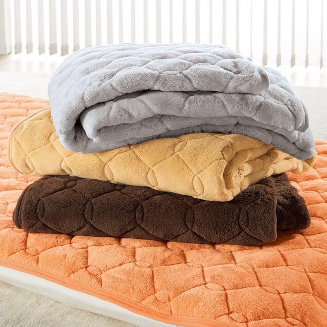 【ディノス限定販売】ヒートループ(R)DX ぬくぬく敷きパッド 上から(エ)グレー (イ)ライトブラウン (ウ)ブラウン (ア)オレンジ 布団に入った瞬間の「ヒヤッ」を防ぎ、背中や腰をしっかり暖かく。底冷え対策に一役。