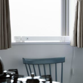 結露と冷気を抑制!「窓際ヒーター」 幅60~90cm伸縮式 写真