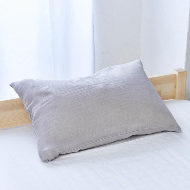 発熱するコットン「デオモイス」寝具シリーズ とろける三重ガーゼピローケース (ア)グレージュ ※色が若干薄くうつっています。生地アップとコーディネート画像の色味を参照にしてください。