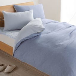 発熱するコットン「デオモイス」寝具シリーズ リバーシブル掛けカバー (イ)ブルー ふわふわ起毛のフランネルニットとやわらか3重ガーゼの肌にやさしいリバーシブルのカバーリング。ガーゼにも同様の発熱コットン糸を使用。気温の高低差やお好みで異なる風合いを味わえます。