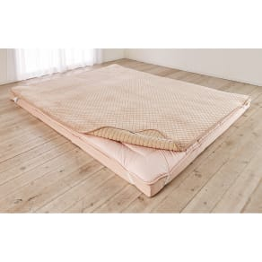 モチモチが気持ちよく、寝心地アップをサポート。1年中使える洗える敷きパッド(ファミリー160) 写真