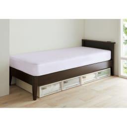 国産ボンネルマットレスベッド 長さ220cm(マットレス210cm) 狭いところにもぴったり! ベッド下に高さ18cmの収納ケースが収まります。 ※写真は幅86cm長さ195cmタイプです。