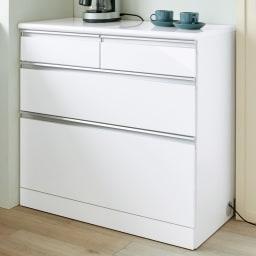 幅オーダー光沢カウンターシリーズ 引き出しタイプ ロータイプ(高さ87cm) 幅45~120cm(幅1cm単位オーダー) キッチンの空きスペースにピッタリ設置できます。 (ア)ホワイト※写真は幅90cmです。