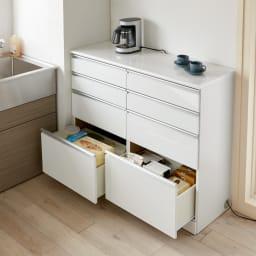 幅オーダー光沢カウンターシリーズ 引き出しタイプ ハイタイプ(高さ102cm) 幅45~120cm(幅1cm単位オーダー) キッチンの空きスペースにピッタリ設置。小分け引出で、ストックや調理器具・食器を整理整頓できます。 (ア)ホワイト※写真は幅120cmです。